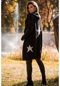 MOE - Kardigan z Kapturem i Motywem Gwiazdy - Czarno Srebrny. Typ kołnierza: kaptur. Kolor: srebrny, czarny, wielokolorowy. Materiał: akryl