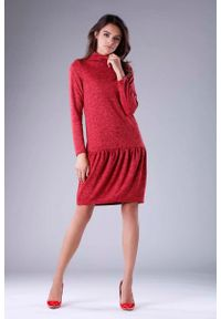 Nommo - Czerwona Dzianinowa Sukienka z Golfem z Obniżoną Talią. Typ kołnierza: golf. Kolor: czerwony. Materiał: dzianina