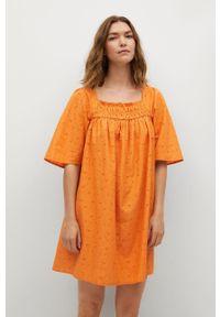 mango - Mango - Sukienka Mexico. Okazja: na co dzień. Kolor: pomarańczowy. Materiał: włókno, tkanina. Długość rękawa: krótki rękaw. Wzór: haft, gładki. Typ sukienki: proste. Styl: casual