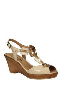 Beżowe sandały Pitillos w kolorowe wzory, na lato