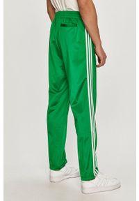 adidas Originals - Spodnie. Okazja: na co dzień. Kolor: zielony. Styl: casual