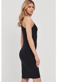 Patrizia Pepe - Sukienka. Kolor: czarny. Materiał: tkanina. Długość rękawa: na ramiączkach. Wzór: gładki. Typ sukienki: dopasowane