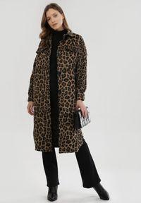 Born2be - Brązowy Płaszcz Margo. Kolor: brązowy. Długość rękawa: długi rękaw. Długość: długie. Wzór: motyw zwierzęcy