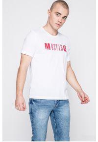 Biała koszulka z długim rękawem Mustang z nadrukiem, na co dzień, casualowa