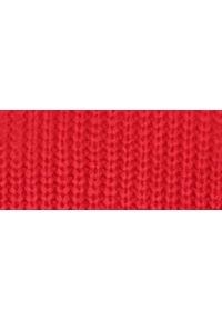 TOP SECRET - Sweter damski z dekoltem na plecach. Okazja: na co dzień. Kolor: czerwony. Materiał: dzianina. Sezon: wiosna, lato. Styl: elegancki, casual