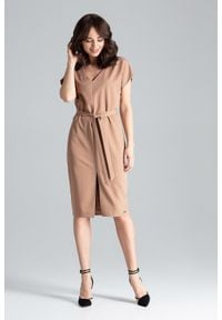 Lenitif - Elegancka sukienka z kimonowym rękawem i paskiem brązowy. Okazja: do pracy, na co dzień. Kolor: brązowy. Długość rękawa: krótki rękaw. Typ sukienki: proste. Styl: elegancki