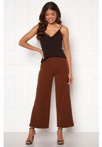 Brązowe spodnie Happy Holly w kolorowe wzory, eleganckie