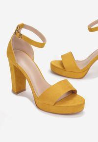 Born2be - Żółte Sandały Lephypso. Nosek buta: otwarty. Zapięcie: pasek. Kolor: żółty. Materiał: satyna, materiał. Wzór: gładki. Obcas: na słupku. Styl: elegancki