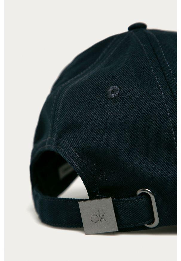 Niebieska czapka z daszkiem Calvin Klein
