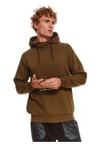 TOP SECRET - Bluza męska kangurka z kapturem. Typ kołnierza: kaptur. Kolor: zielony. Materiał: dzianina. Długość rękawa: długi rękaw. Długość: długie. Wzór: napisy. Sezon: zima #5