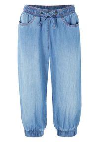 Rybaczki dżinsowe z bawełny, z wygodnym paskiem i ściągaczem bonprix jasnoniebieski denim. Kolor: niebieski