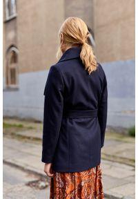 Marie Zélie - Płaszcz Adela granatowy –wełna Nova Fides. Kolor: niebieski. Materiał: wełna. Długość rękawa: długi rękaw. Długość: długie. Sezon: zima #3