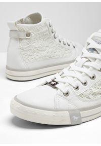 Wysokie sneakersy Mustang bonprix biały. Kolor: biały. Materiał: koronka. Wzór: aplikacja