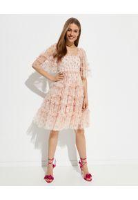 NEEDLE & THREAD - Sukienka mini Bijou Rose Smocked. Typ kołnierza: dekolt kwadratowy. Kolor: różowy, wielokolorowy, fioletowy. Materiał: tkanina, szyfon, materiał. Wzór: kwiaty, aplikacja, nadruk. Typ sukienki: plisowane. Długość: mini