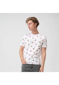 Sinsay - Koszulka z nadrukiem all over - Biały. Kolor: biały. Wzór: nadruk