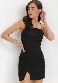 Born2be - Czarna Sukienka Sinypso. Okazja: na imprezę. Kolor: czarny. Materiał: wiskoza. Długość rękawa: na ramiączkach. Typ sukienki: dopasowane. Styl: wizytowy
