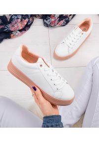 ABLOOM - Buty sportowe damskie Abloom W-68 Biało-Różowe. Kolor: biały, różowy, wielokolorowy. Materiał: tkanina, tworzywo sztuczne. Obcas: na obcasie. Wysokość obcasa: niski