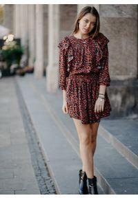 Sukienka Fanaberia.com asymetryczna, z podwójnym kołnierzykiem