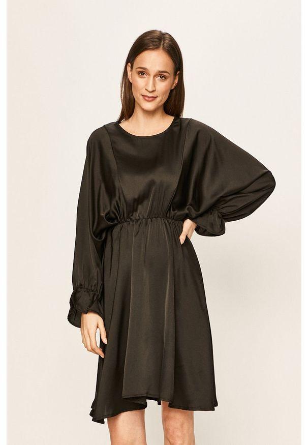 Czarna sukienka Haily's mini, z długim rękawem, rozkloszowana