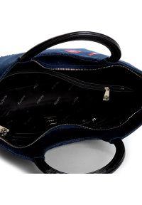 Niebieska torebka klasyczna Kazar z haftem, casualowa, z aplikacjami