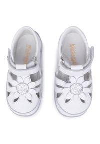 Białe sandały Naturino z aplikacjami
