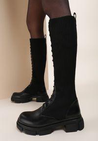 Renee - Czarne Kozaki Adriebelle. Wysokość cholewki: przed kolano. Nosek buta: okrągły. Kolor: czarny. Materiał: materiał. Szerokość cholewki: normalna. Obcas: na płaskiej podeszwie
