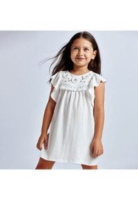 Mayoral Sukienka codzienna 3940 Biały Regular Fit. Okazja: na co dzień. Kolor: biały. Typ sukienki: proste. Styl: casual
