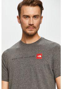 Szary t-shirt The North Face z nadrukiem, casualowy, na co dzień