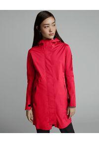 Czerwona kurtka z aplikacjami, na spacer