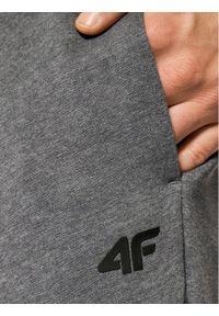 4f - 4F Spodnie dresowe H4L21-SPMD001 Szary Regular Fit. Kolor: szary. Materiał: dresówka