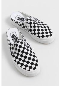 Vans - Klapki. Nosek buta: okrągły. Kolor: czarny. Materiał: guma. Obcas: na obcasie. Wysokość obcasa: niski