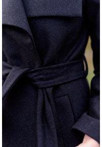 Marie Zélie - Płaszcz wełniany Adela grafitowy. Kolor: szary. Materiał: wełna. Długość rękawa: długi rękaw. Długość: krótkie. Wzór: motyw zwierzęcy, ze splotem. Sezon: zima