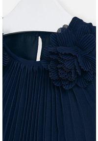 Niebieska sukienka Mayoral mini, bez rękawów, plisowana