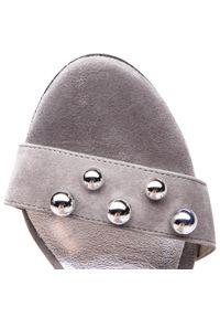 Szare sandały Karino eleganckie, z aplikacjami