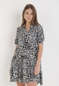 Born2be - Szara Sukienka Nethanthe. Kolor: szary. Długość rękawa: długi rękaw. Wzór: motyw zwierzęcy. Typ sukienki: koszulowe. Długość: mini