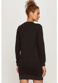 Karl Lagerfeld - Sukienka. Okazja: na co dzień. Kolor: czarny. Materiał: dzianina. Długość rękawa: długi rękaw. Wzór: aplikacja. Typ sukienki: proste. Styl: casual