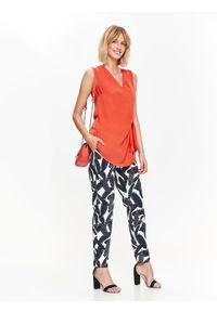Pomarańczowa bluzka TOP SECRET na wiosnę, elegancka, w kolorowe wzory