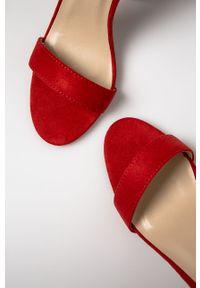 Czerwone sandały Glamorous na klamry