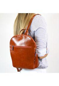 Plecak skórzany damski DAN-A T335 camel. Materiał: skóra. Styl: sportowy