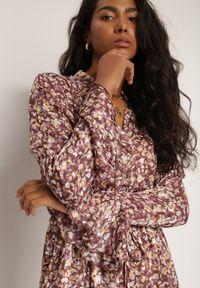Renee - Brązowa Sukienka Pyrhaera. Okazja: do pracy, na co dzień. Kolor: brązowy. Typ sukienki: proste. Styl: klasyczny, casual