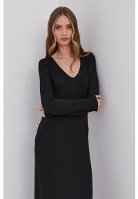 Samsoe & Samsoe - Samsoe Samsoe - Sukienka. Kolor: czarny. Materiał: wiskoza, dzianina, materiał. Długość rękawa: długi rękaw. Wzór: gładki. Typ sukienki: dopasowane