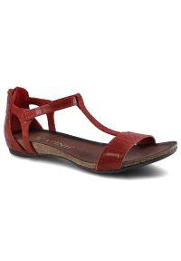 Czerwone sandały Carinii