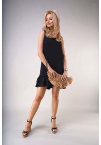 Czarna sukienka wizytowa Nommo bez rękawów, z falbankami