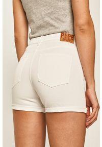 Pepe Jeans - Szorty Archive. Okazja: na co dzień. Kolor: biały. Styl: casual
