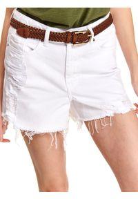 TOP SECRET - Białe krótkie szorty z przetarciami. Kolor: biały. Materiał: bawełna, tkanina. Długość: krótkie. Sezon: lato