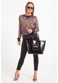 Versace Jeans Couture - BLUZA VERSACE JEANS COUTURE. Materiał: bawełna. Wzór: paisley, motyw zwierzęcy, nadruk. Styl: elegancki