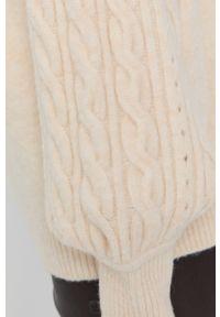 Beatrice B - Sweter. Kolor: beżowy. Materiał: dzianina. Długość rękawa: długi rękaw. Długość: długie. Wzór: ze splotem