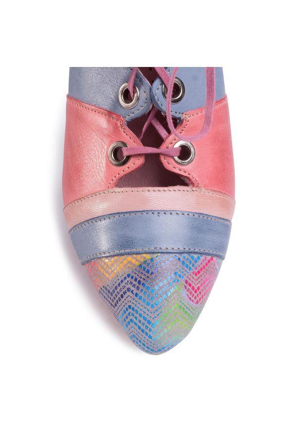 Różowe botki Maciejka w kolorowe wzory