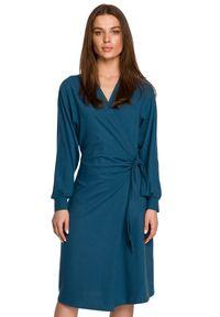 Style - Dzianinowa kopertowa sukienka wiązana na boku morska. Kolor: morski. Materiał: dzianina. Typ sukienki: kopertowe