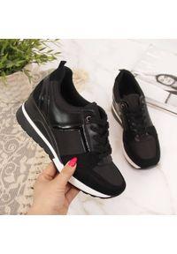 POTOCKI - Sneakersy damskie na koturnie czarne Potocki. Okazja: na co dzień. Kolor: czarny. Materiał: skóra ekologiczna. Obcas: na koturnie. Styl: sportowy, casual